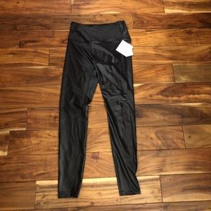 NWT Beyond Yoga high rise glossy legging